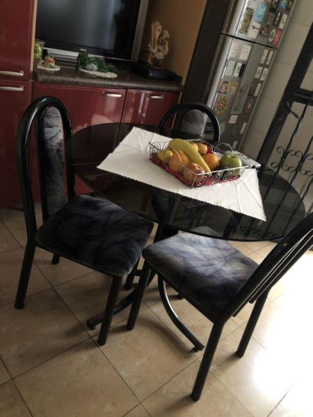 Vendo Juego de mesa de vidrio con sillas