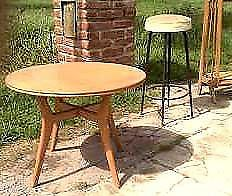 magnifica mesa ratona diseño retro circular impecable