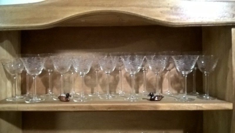 Juego de copas de cristal tallado antiguo