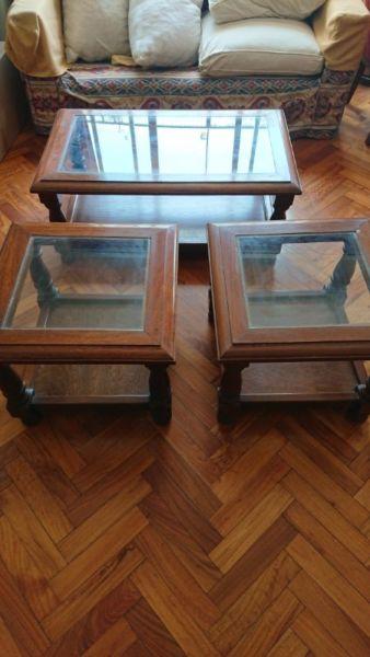 Juego de mesas ratonas con vidrio madera maciza una grande y