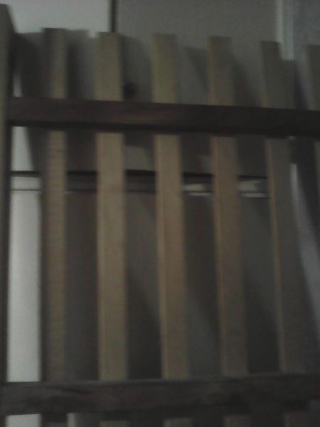 Vendo cama de 1 plaza. Usada y de madera. Debajo de esta
