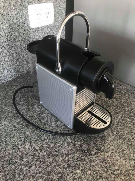 cafetera nespresso pixie aluminium + 12 capsulas