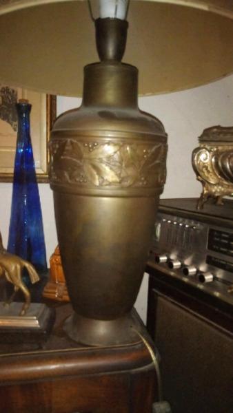 Antigua lampara de sala o escritorio de laton de bronce