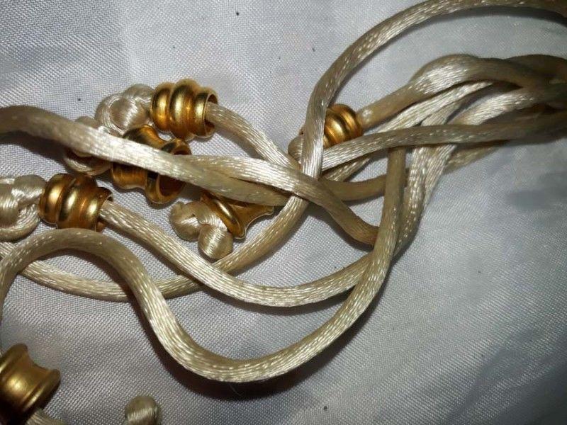 collar gargantilla en hilo de seda con apliques en bronce al