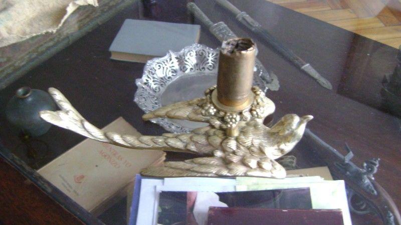 Antiguo Candelabro En Bronce Macizo Con La Figura De Pajaro