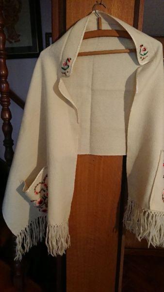 Estola de lana pura tejido a mano de cordoba con bolsillos