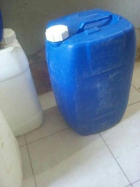 bidones plasticos 20 y 25 litros. muy buen estado