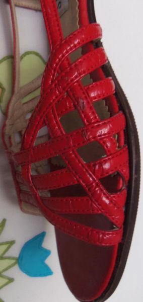 sandalias de charol color rojo número 39