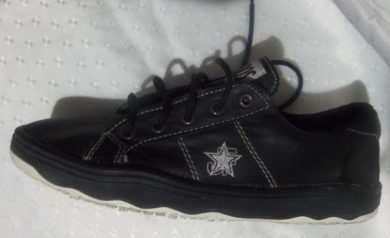 zapatillas color negro talle 42