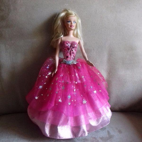 Muñeca Barbie Moda Mágica En París.