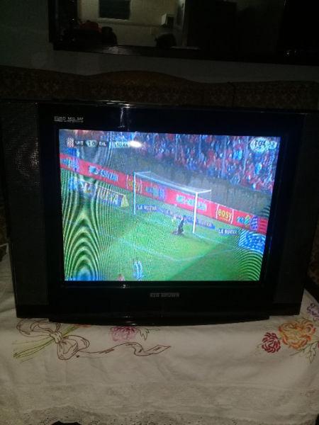 VENDO TV KEN BROWN 21 PULGADAS PANTALLA PLANA CONTROL REMOTO