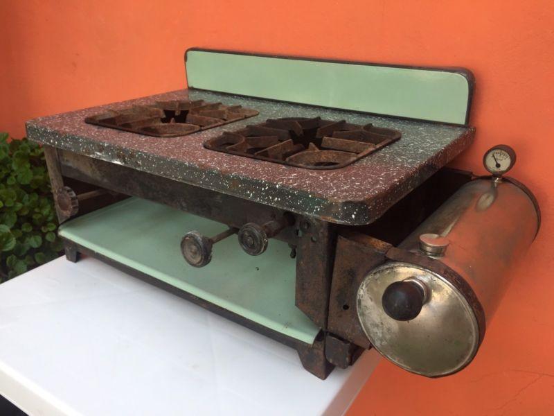 Antigua cocina a kerosene