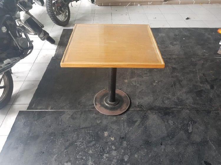 Mesas De Bar, con pie central de hierro