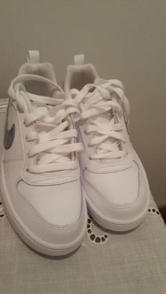 Zapatillas de cuero blancas Nike nuevas