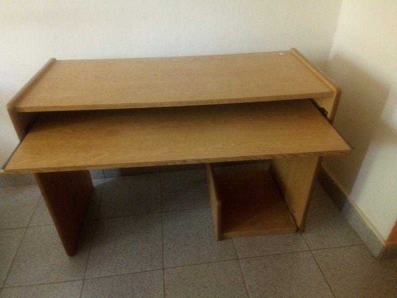 vendo escritorio y silla de bebe