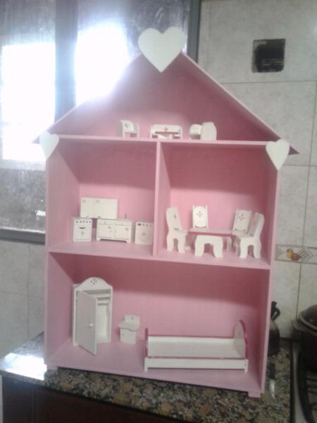 Casa para muñecas artesanal