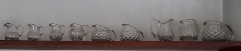 Colección de jarritas de cristal tallado