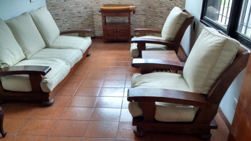 Importante juego de sillones de algarrobo macizo