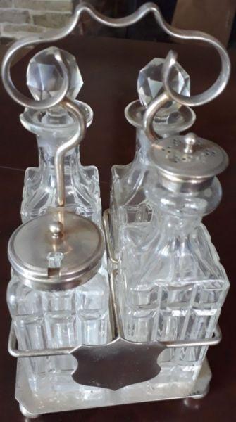 Juego de aceitera, vinagrera, salero y pimentero de cristal