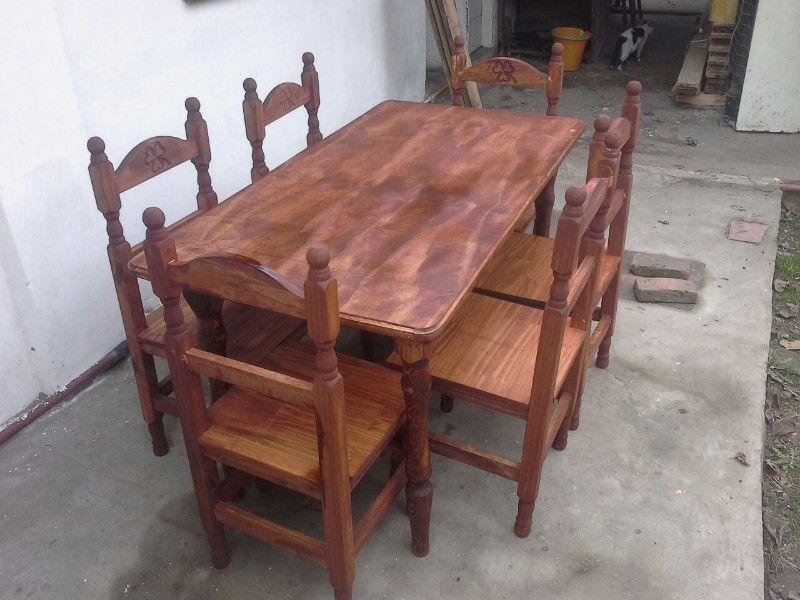 Juego de mesa de 2m y 8 sillas torneadas.