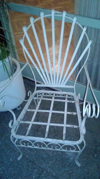 Juego de sillones de hierro y mesa de jardín