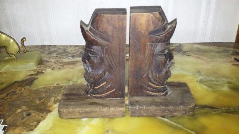 Sujeta Libros De Madera Tallada Cabeza De Gaucho y