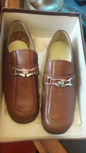 zapatos mocasin hombre marron con hebilla vintage