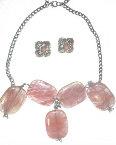 Collares de piedras semipreciosa en varios colores y