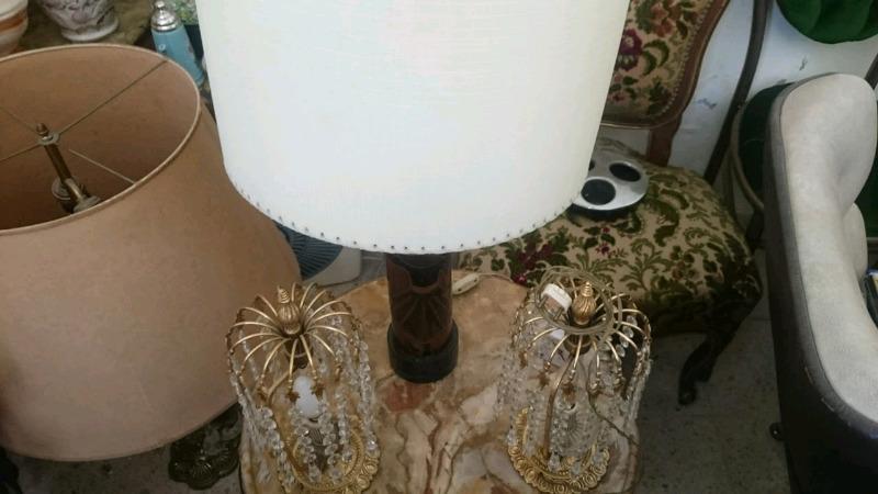Dos lámparas de estilo en muy buen estado.