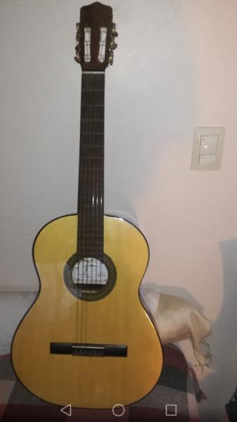 Guitarra Criolla Fonseca con funda incluida
