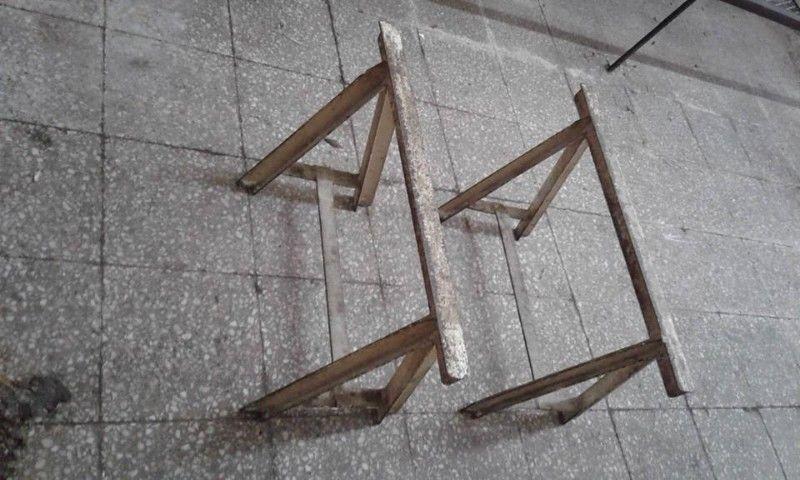 VENDO 2 CABALLETES DE HIERRO REFORZADO, MEDIDA: ANCHO: 60 cm