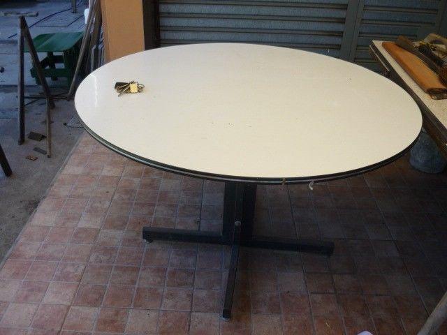 mesa redonda de formica