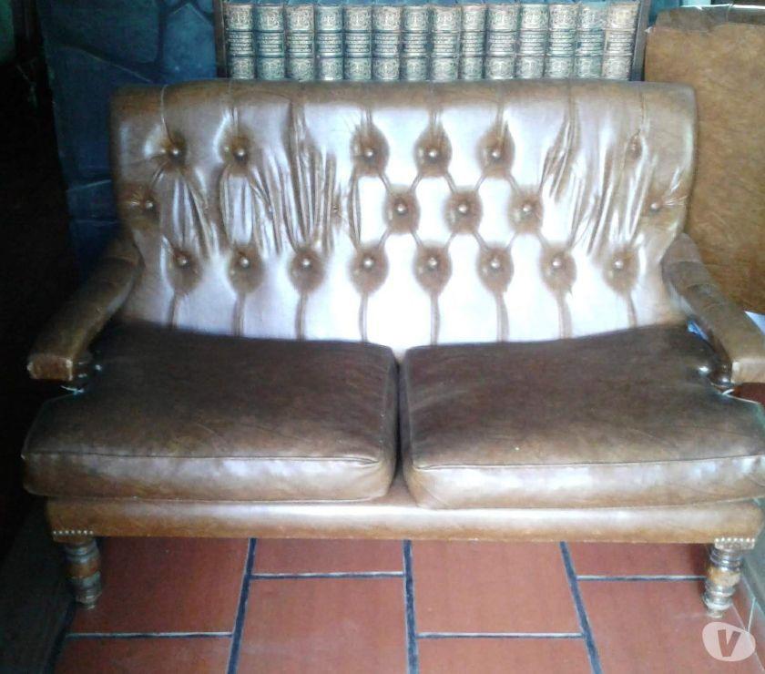 Juego de sillones de cuero 4 cuerpos en total. Almohadones d