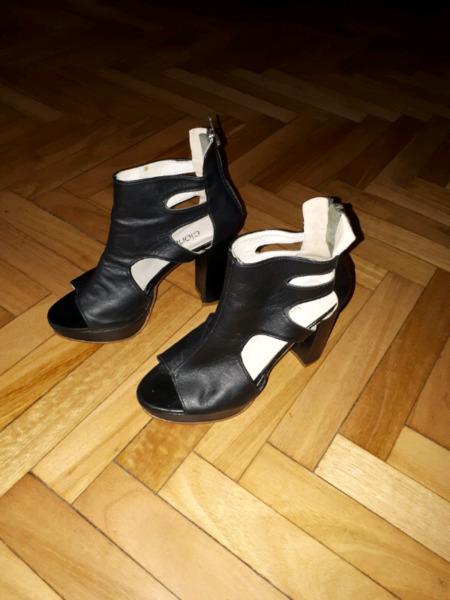 Sandalias Clona cuero negro imperdibles!