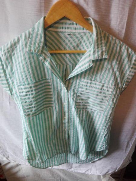 camisa rayada verde
