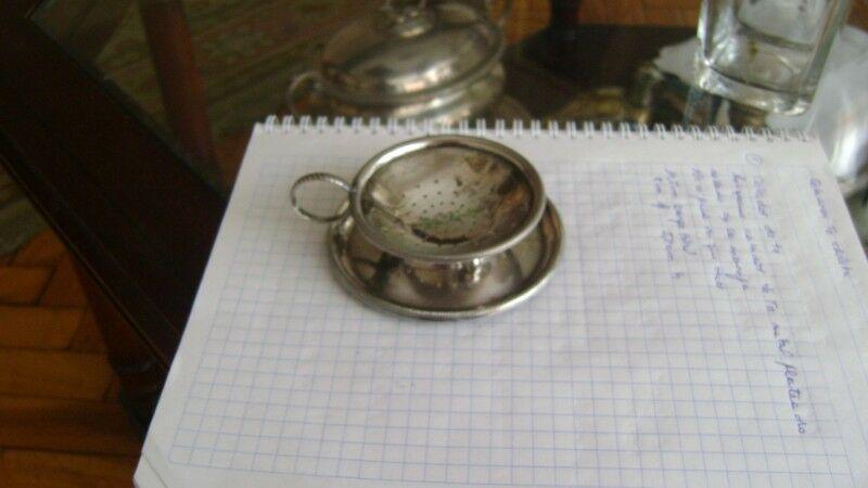 Antiquisimo Colador De Te En Metal Plateado Con Platito