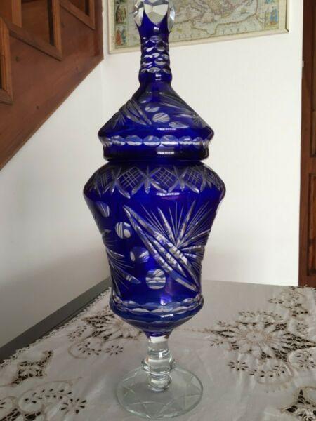 Potiche de cristal tallado color azul, excelente estado