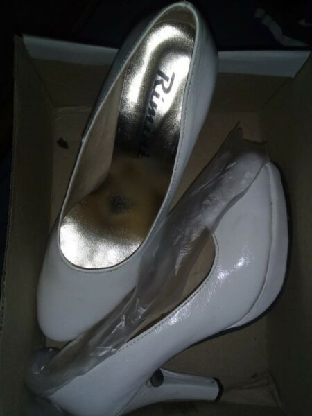 Vendo zapatos blancos clásicos nº 38