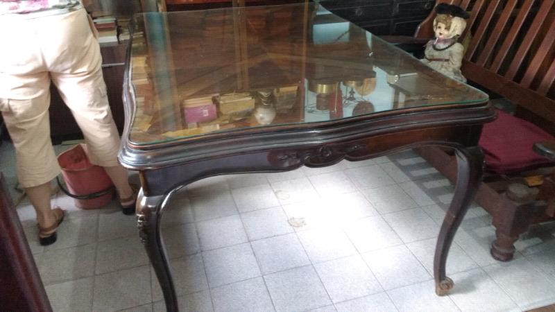 Antigua mesa estilo francés de cedro