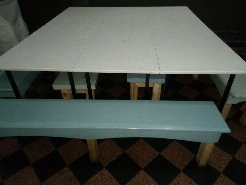 Mesas y bancos ideal jardín de infantes, salón infantil