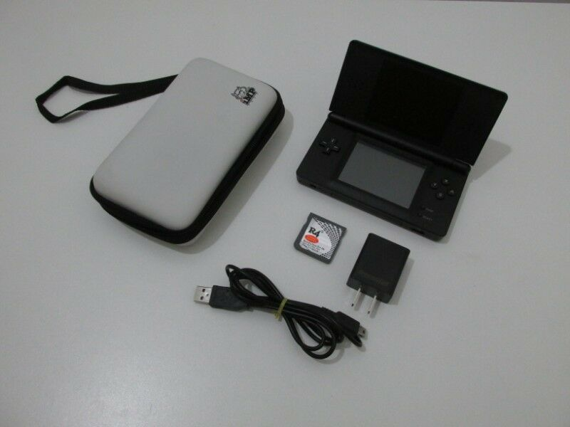 Nintendo DS Lite + Estuche + Tarjeta con juegos