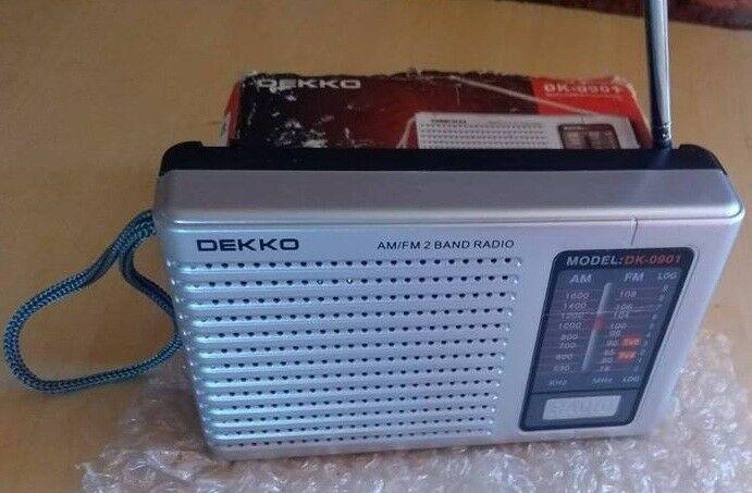 ANTIGUA RADIO AM/FM NUEVA MARCA DEKKO A PILAS LIQUIDO AHORA