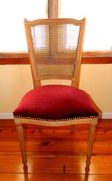 Antiguas sillas de estilo