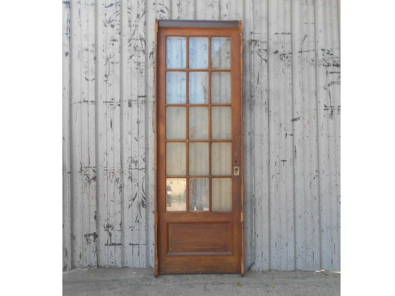 Diez puertas antiguas de madera cedro a vidrios repartidos