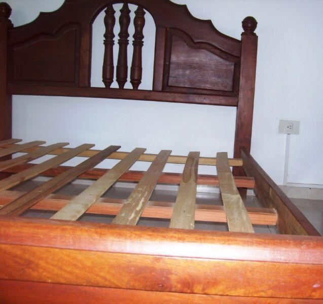 Vendo CAMA 2 plaza y media de ALGARROBO