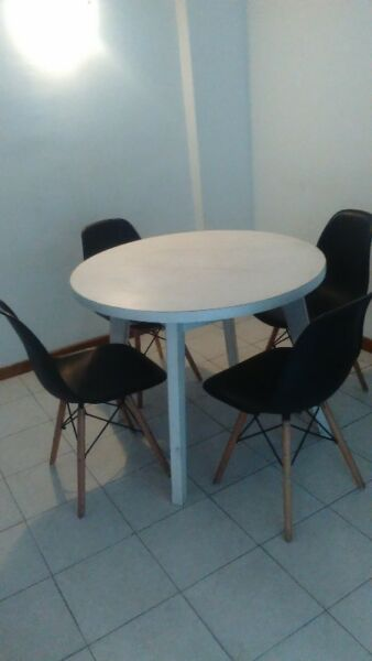 juego mesa y sillas eames