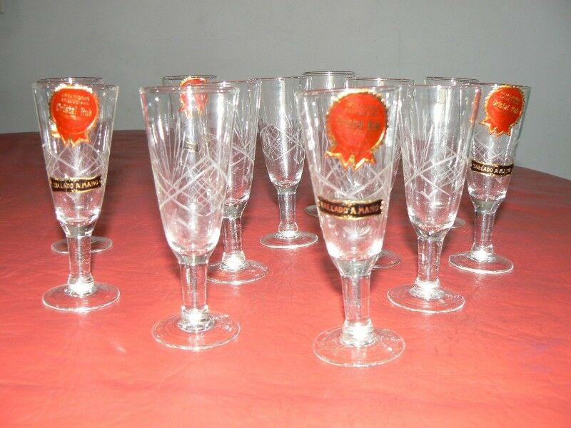 Fantástico Lote de 12 Copas de Cristal Talladas a Mano de