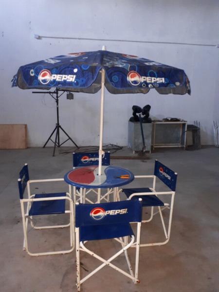 Vendo juego de mesa, sillas y sombrilla