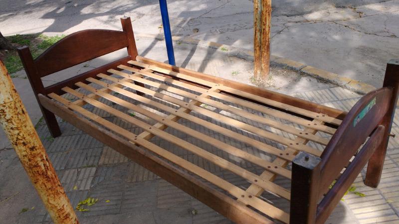 cama de algarrobo de 1 Plaza