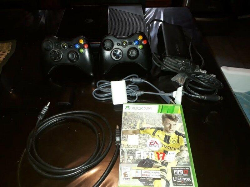 vendo Xbox360 semi nueva + fifa